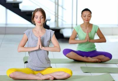 بهبود عارضه آرتریت روماتوئید با یوگا / روش های درمانی با یوگا