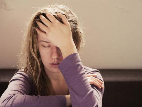 دلشوره و اضطراب چیست؟ چگونه بوجود می آید و راه درمان آن چیست؟