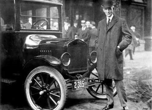هنری فورد ، صنعتگر، کارآفرین، مخترع و نویسنده ی آمریکایی تبار